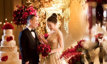 Glamorous wedding filled with gold and red colour