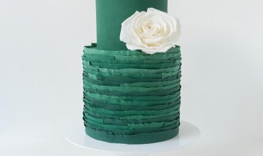 exceptionally chic wedding cake