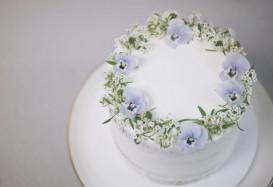 edible flower wreath cake