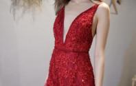 非常吸睛的深紅色敬酒裙!