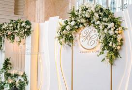 We love this rustically elegant wedding