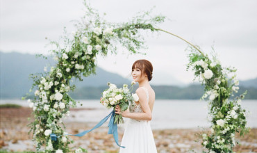 Timeless floral arch